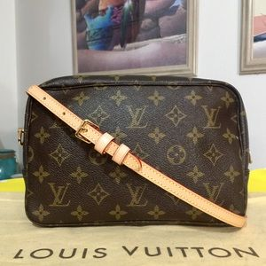 Auth Louis Vuitton Monogram Crossbody Bag 💼